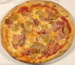 Pizza Prosciutto Funghi Porcini