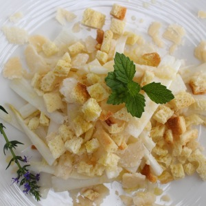 raw white asparagus salad