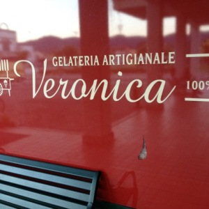 """""""Artigianale"""" is what you're looking for when you want to find gelato.  Don't settle!"""