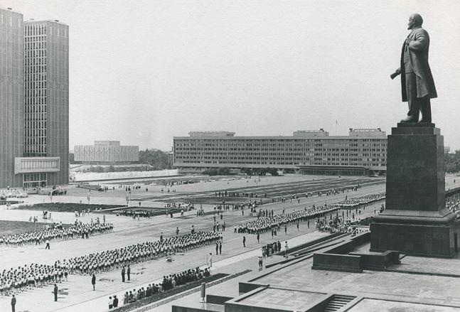 Lenin Square, Uzbekistan, 1966-1972 [647x439] - Imgur