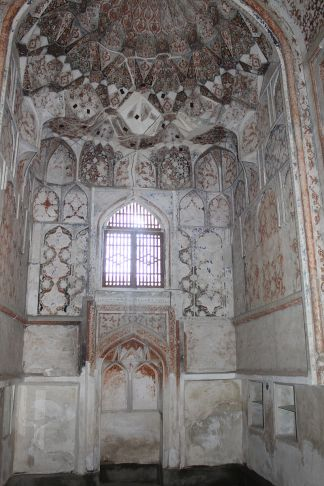 800px-Abdullaziz_Khan_madrasa_inside_view_mihaab_of_the_winter_mosque