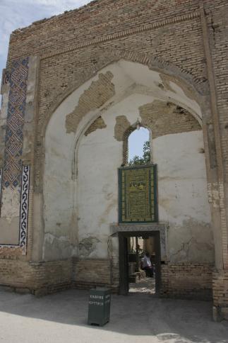 Turki_Jandi_mausoleum_03