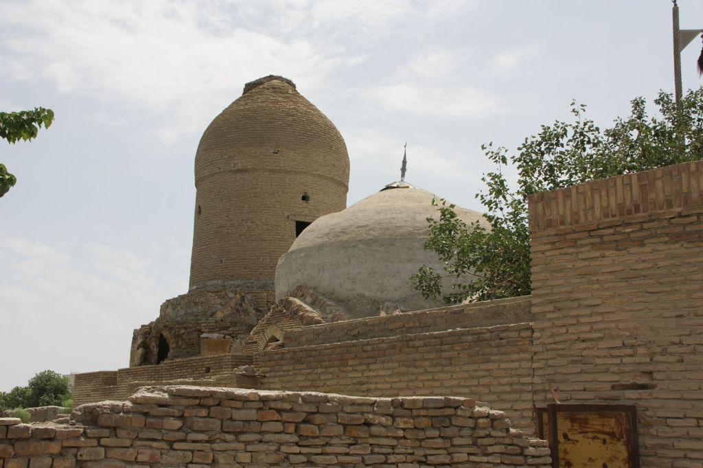 Turki_Jandi_mausoleum_04