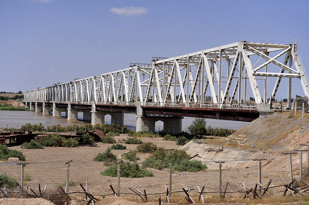 1024px-The_friendship_bridge_connects_Mangusar,_Uzbekistan_and_Hariatan,_Afghanistan
